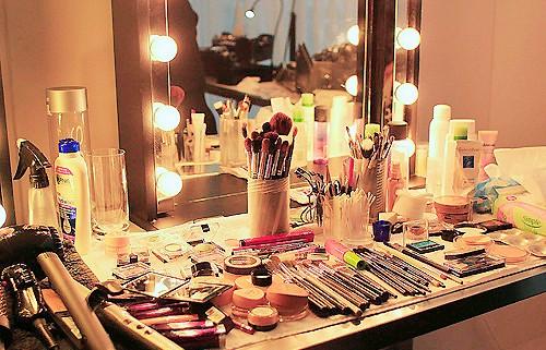 http://melle-lilyvia.cowblog.fr/images/Makeup/studiomaquillage.jpg